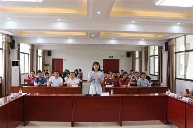 醴陵枫林镇知名人士捐资重奖名师优生 10名优秀教师及100余名优秀学生近日获得30余万元奖励 泛商业
